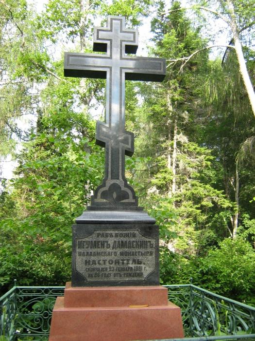 Надгробие Дамаскина