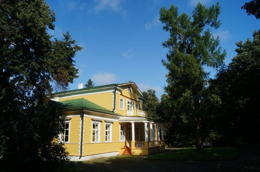 В музее-заповеднике А.С. Пушкина. Барский дом