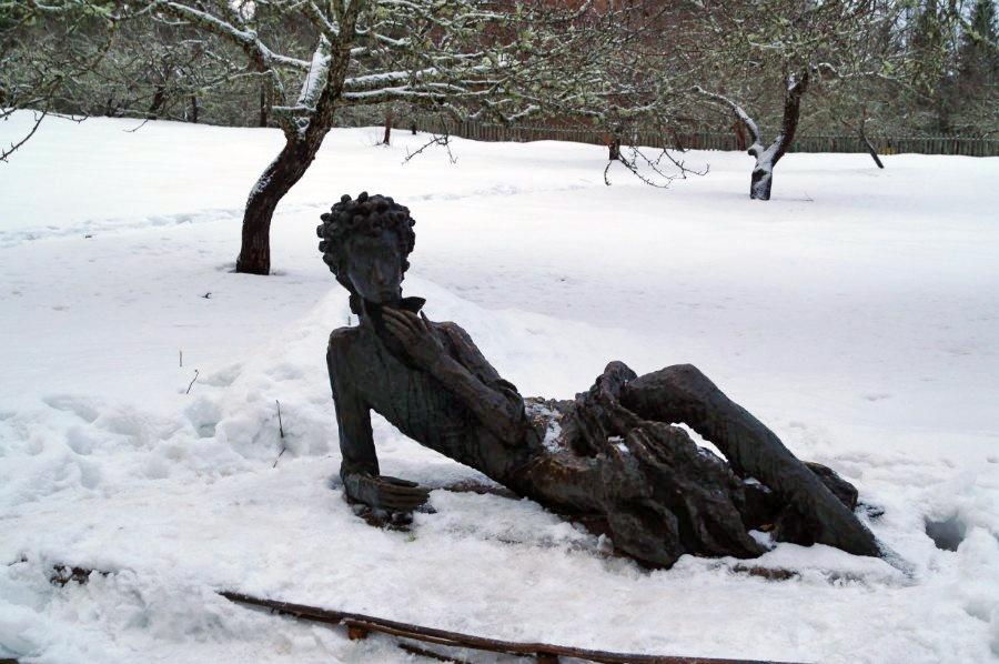 Памятник Пушкину - лицеисту