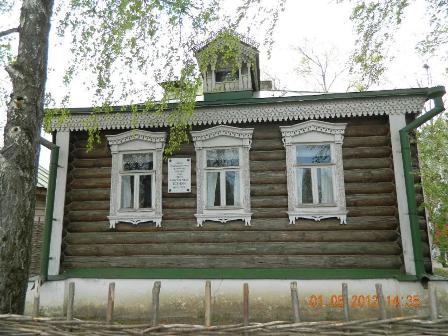 В этом доме родился С. Есенин