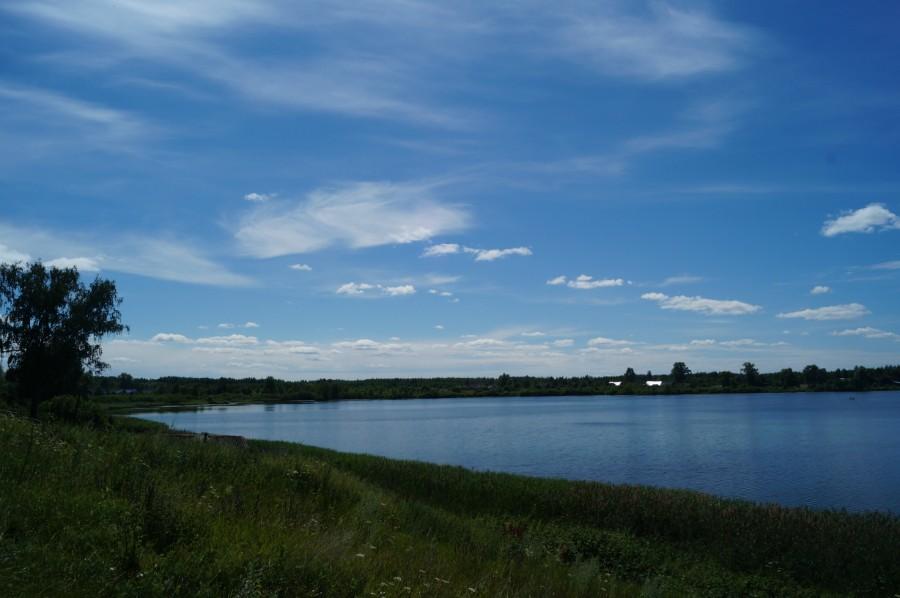 Вид на Заозерье и озеро Нестиар из села Нестиары