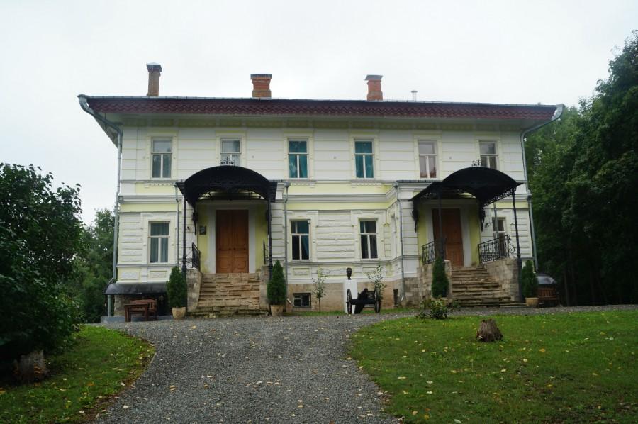 Главный фасад барского дома