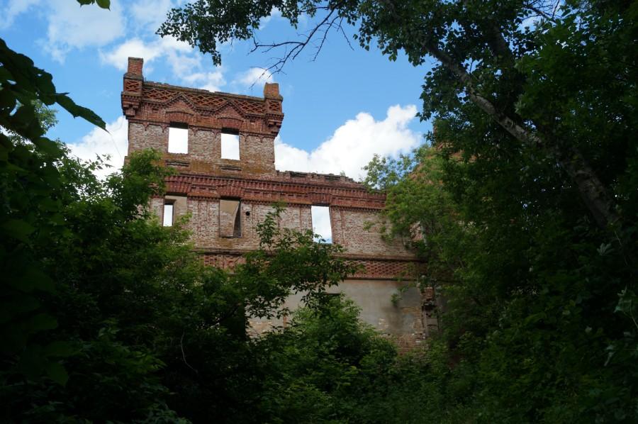 Остатки бывшей башни замка Оболенских