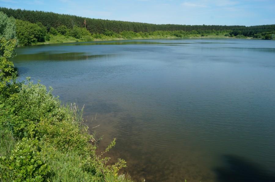 Вид на озеро Керкюле от лестници для купания