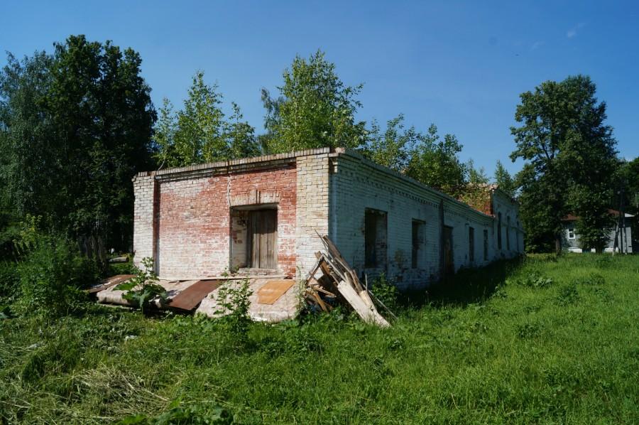 Остатки подсобного строения в усадьбе С.Н. Беляева в Воскресенском