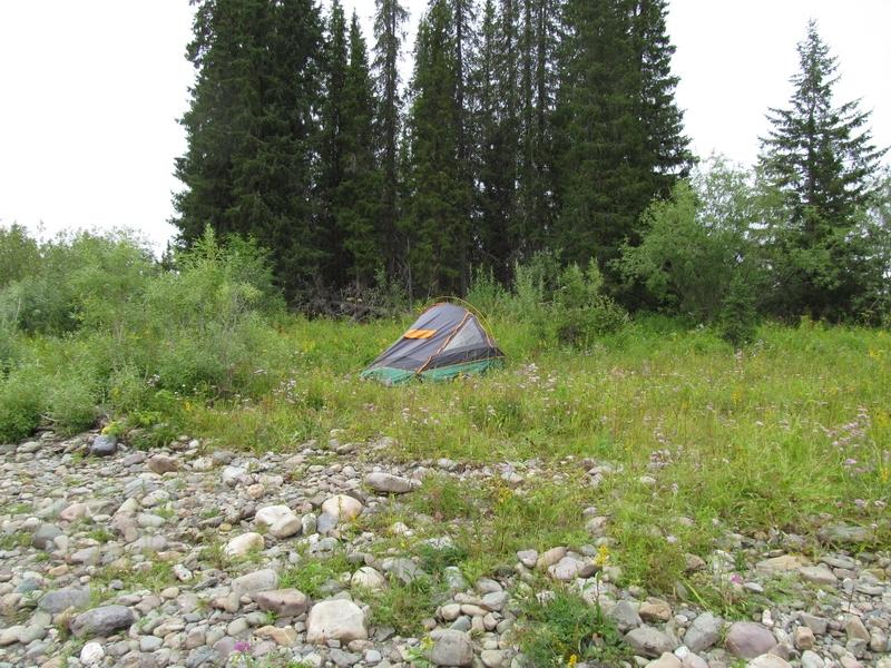 Палатки на камнях 1