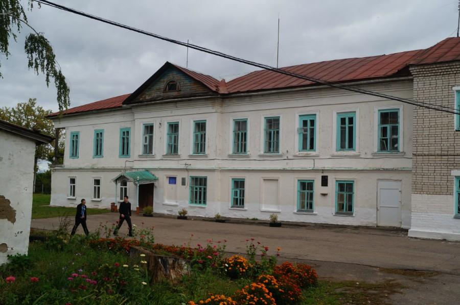 Одно из бывших зданий усадьбы Грузинских-Стоговых в Лысково (сейчас здесь школа)