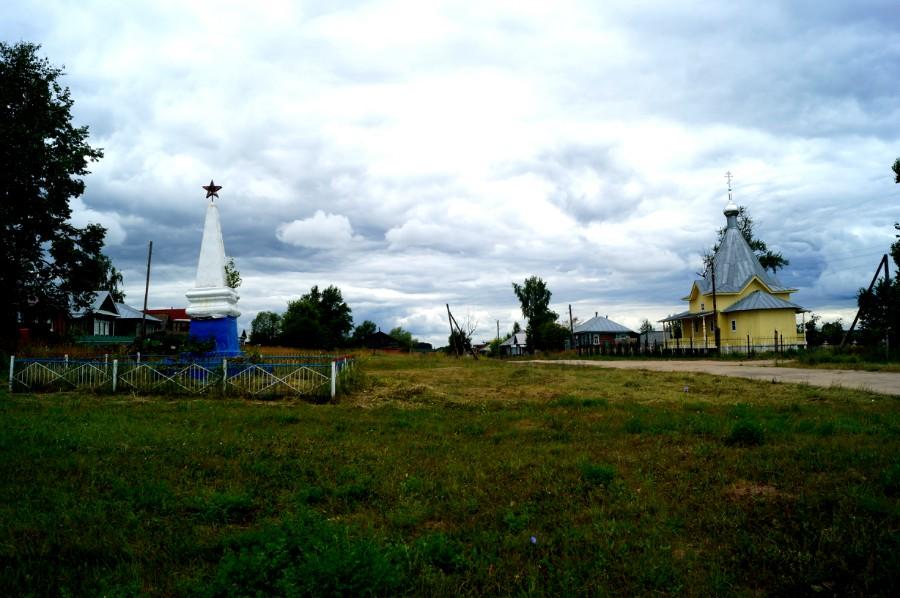 Храм в честь Архистратига Божия Михаила основан в 1864 году. Село Липовка