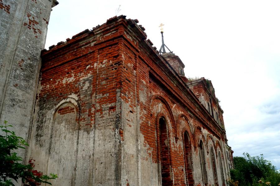 Руины Церкови Спаса Преображения в Левашово