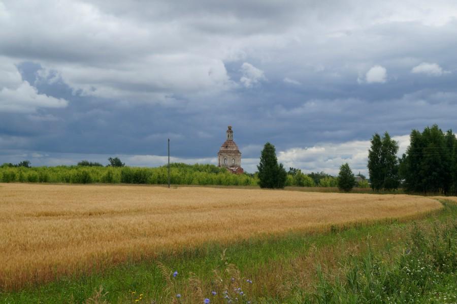 На подъезде к селу Мечасово. Церковь Спаса Преображения.