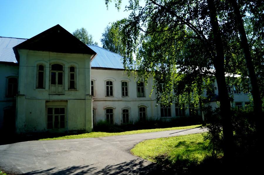 Усадьба Базилевского в Горках, ныне школа