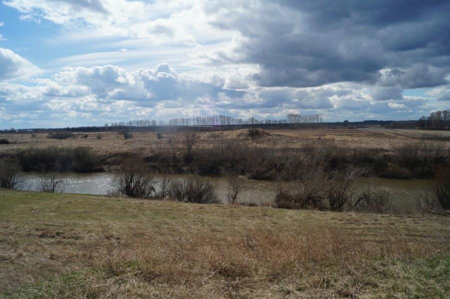 Вид с насыпи древнего тракта со стороны Ветошкино, на ее продолжение на левом берегу р. Пьяна